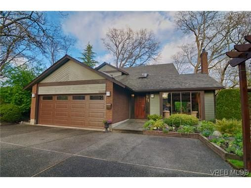 Main Photo: 1521 Eric Rd in VICTORIA: SE Mt Doug House for sale (Saanich East)  : MLS®# 637854