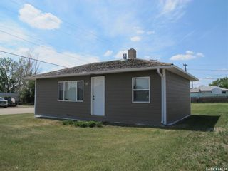 Photo 1: 119 Grove Street in Lampman: Residential for sale : MLS®# SK851666