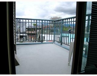 """Photo 10: 406 688 E 16TH Avenue in Vancouver: Fraser VE Condo for sale in """"VINTAGE EAST"""" (Vancouver East)  : MLS®# V710673"""