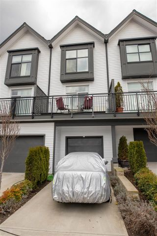 """Photo 3: 34 17555 57A Avenue in Surrey: Cloverdale BC Townhouse for sale in """"Hawthorne"""" (Cloverdale)  : MLS®# R2553792"""