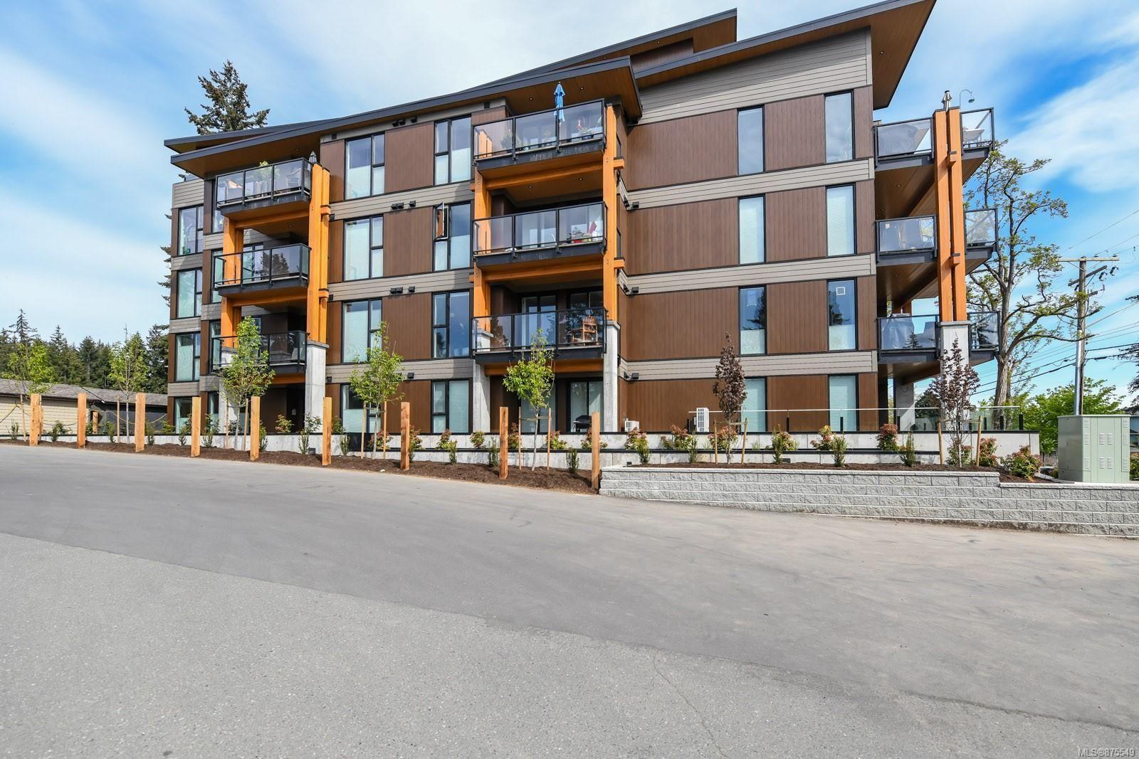 Main Photo: 202 1700 Balmoral Ave in : CV Comox (Town of) Condo for sale (Comox Valley)  : MLS®# 875549