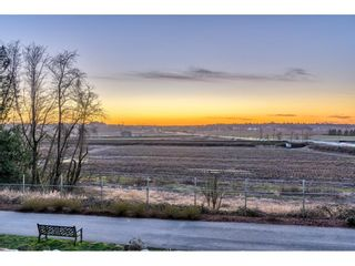 """Photo 26: 105 16380 64 Avenue in Surrey: Cloverdale BC Condo for sale in """"The Ridgse and Bose Farms"""" (Cloverdale)  : MLS®# R2556734"""