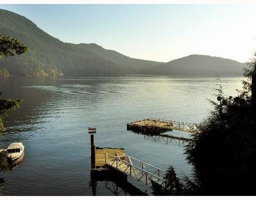 Main Photo: 321 SASAMAT Lane in North Vancouver: Woodlands-Sunshine-Cascade Home for sale ()  : MLS®# V759715