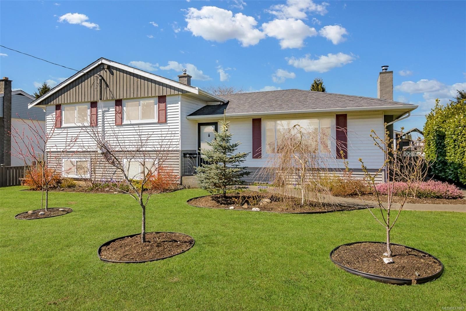 Main Photo: 661 17th St in : CV Courtenay City House for sale (Comox Valley)  : MLS®# 877697