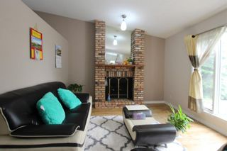 Photo 3: 40 APPLEWOOD Drive SE in Calgary: Applewood Park Detached for sale : MLS®# A1019291