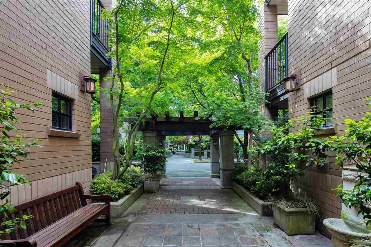 """Photo 22: Photos: 304 2175 SALAL Drive in Vancouver: Kitsilano Condo for sale in """"SAVONA"""" (Vancouver West)  : MLS®# R2460971"""