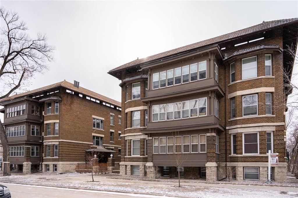 Main Photo: 34B 778 McMillan Avenue in Winnipeg: Crescentwood Condominium for sale (1B)  : MLS®# 202107797