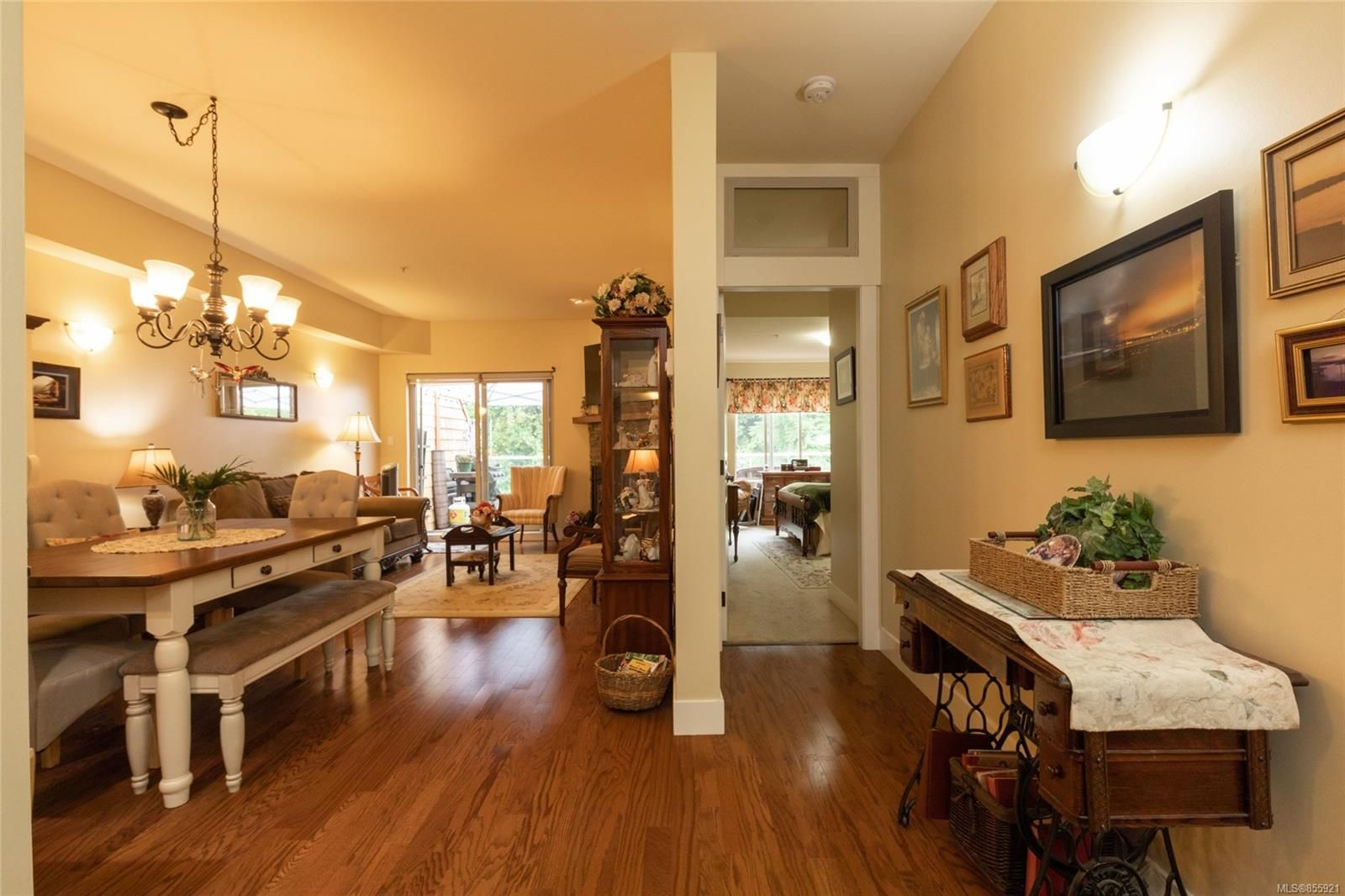Photo 6: Photos: 206 1244 4TH Ave in : Du Ladysmith Row/Townhouse for sale (Duncan)  : MLS®# 855921