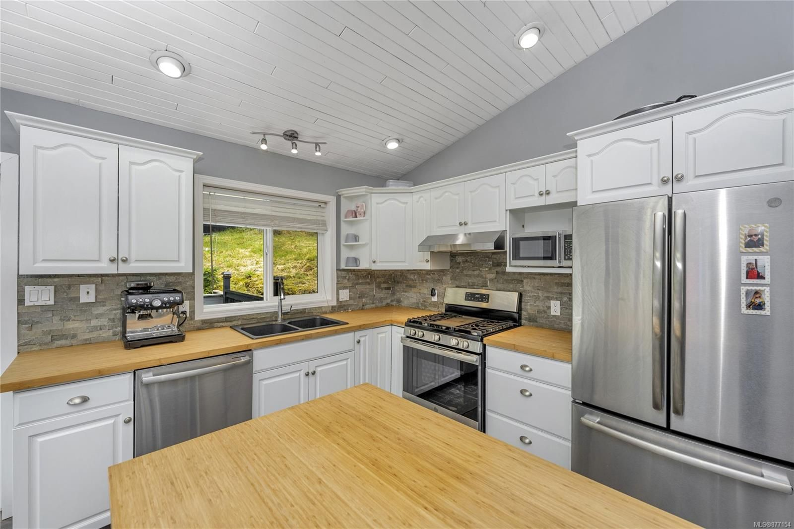 Photo 7: Photos: 2376 Terrace Rd in : ML Shawnigan House for sale (Malahat & Area)  : MLS®# 877154
