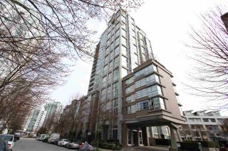 """Main Photo: 2105 1228 MARINASIDE Crescent in Vancouver: Yaletown Condo for sale in """"Crestmark II"""" (Vancouver West)  : MLS®# R2553013"""