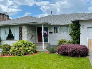 Photo 2: 8561 BROADWAY Street in Chilliwack: Chilliwack E Young-Yale House for sale : MLS®# R2593236