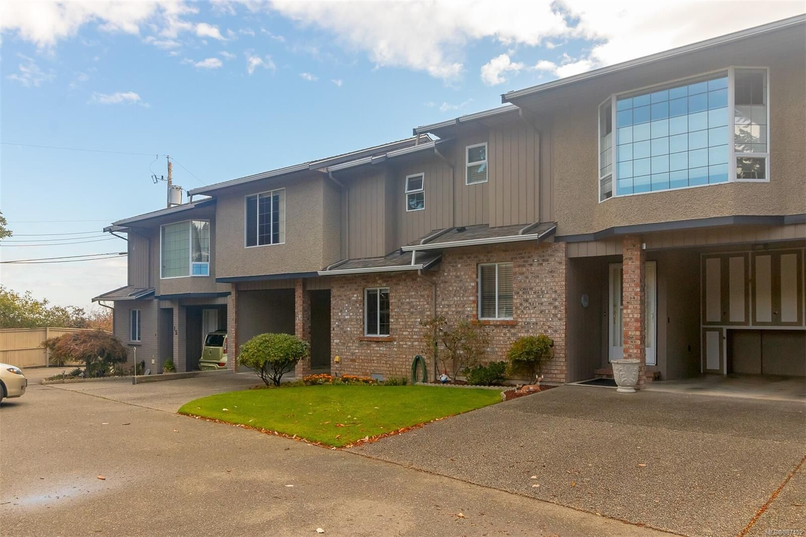 Main Photo: 14 3341 Mary Anne Cres in Colwood: Co Triangle Row/Townhouse for sale : MLS®# 887452