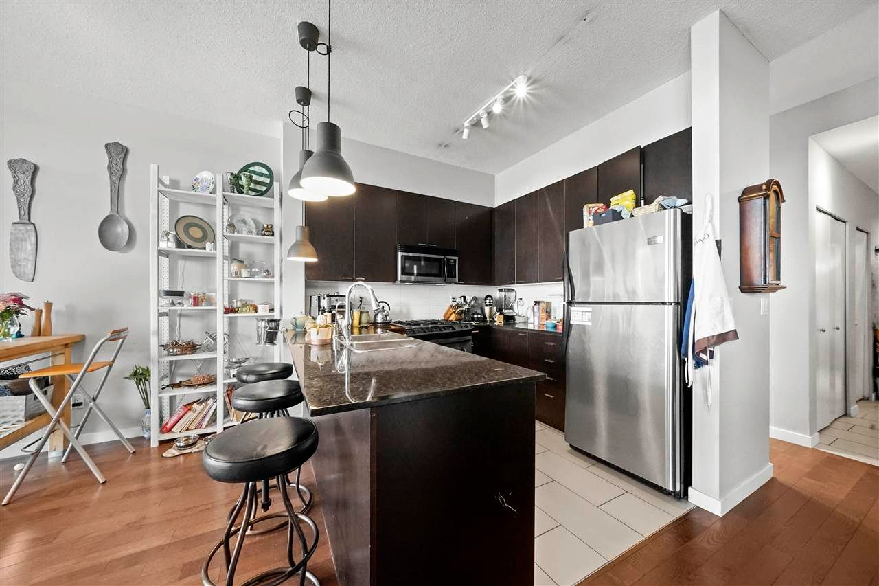 """Photo 12: Photos: PH7 39 SIXTH Street in New Westminster: Downtown NW Condo for sale in """"QUANTUM"""" : MLS®# R2575142"""