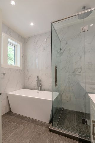 Photo 12: 342 E 23RD Avenue in Vancouver: Main House for sale (Vancouver East)  : MLS®# R2390066