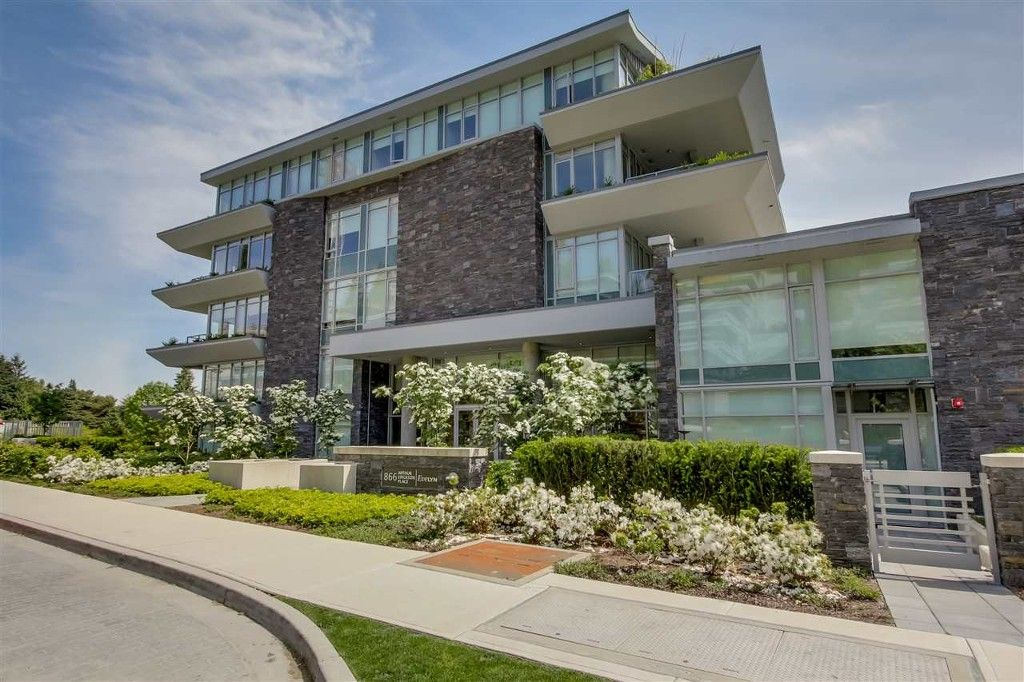 Main Photo: 302 866 ARTHUR ERICKSON PLACE in West Vancouver: Park Royal Condo for sale : MLS®# V1118441