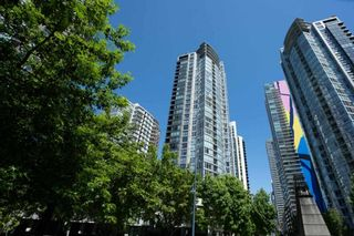 """Photo 1: 1907 1495 RICHARDS Street in Vancouver: Yaletown Condo for sale in """"Azzura Two"""" (Vancouver West)  : MLS®# R2580924"""