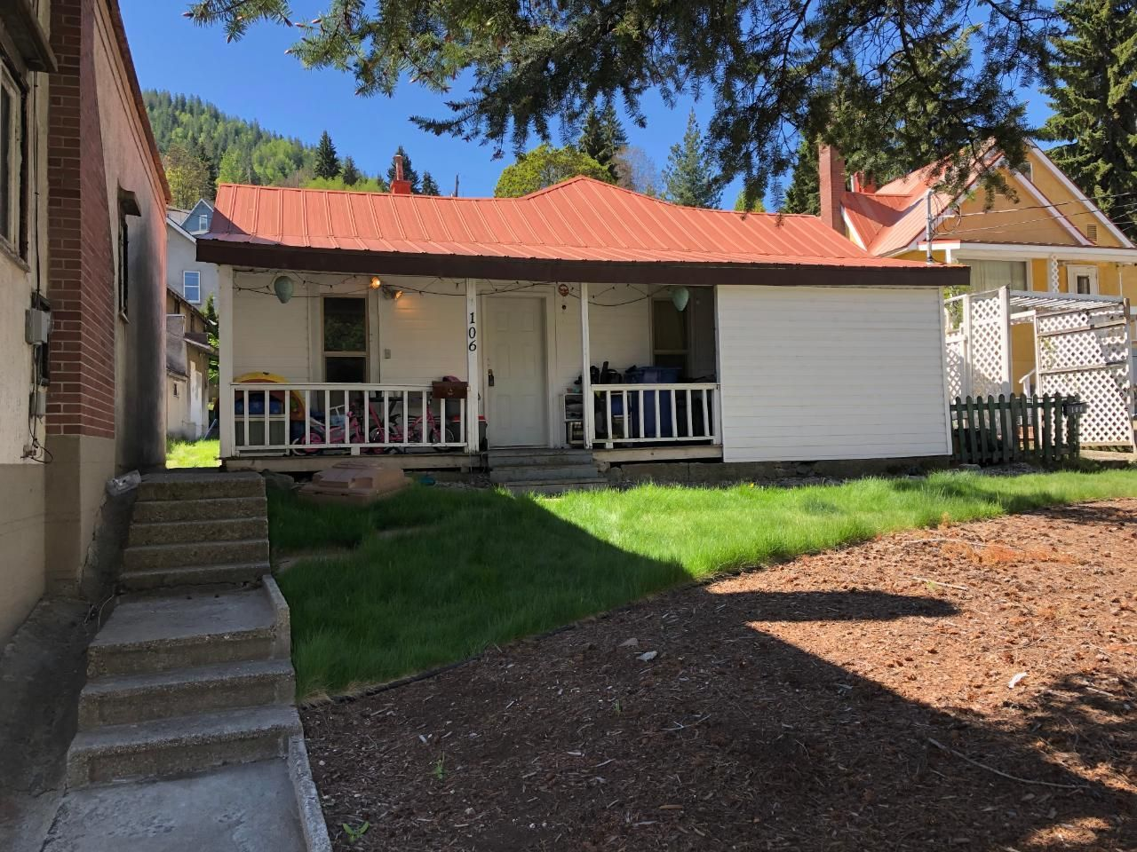 Main Photo: 106 ROSSLAND AVENUE in Trail: House for sale : MLS®# 2458438