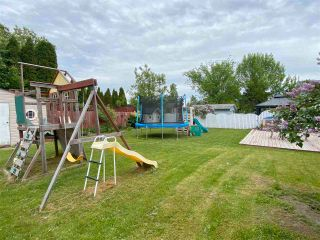 Photo 3: 2420 FOOT Street in Prince George: Pinewood House for sale (PG City West (Zone 71))  : MLS®# R2588309