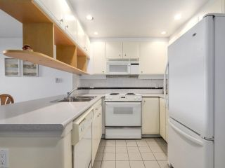 """Photo 3: 301 1978 VINE Street in Vancouver: Kitsilano Condo for sale in """"CAPERS BUILDING"""" (Vancouver West)  : MLS®# R2224832"""