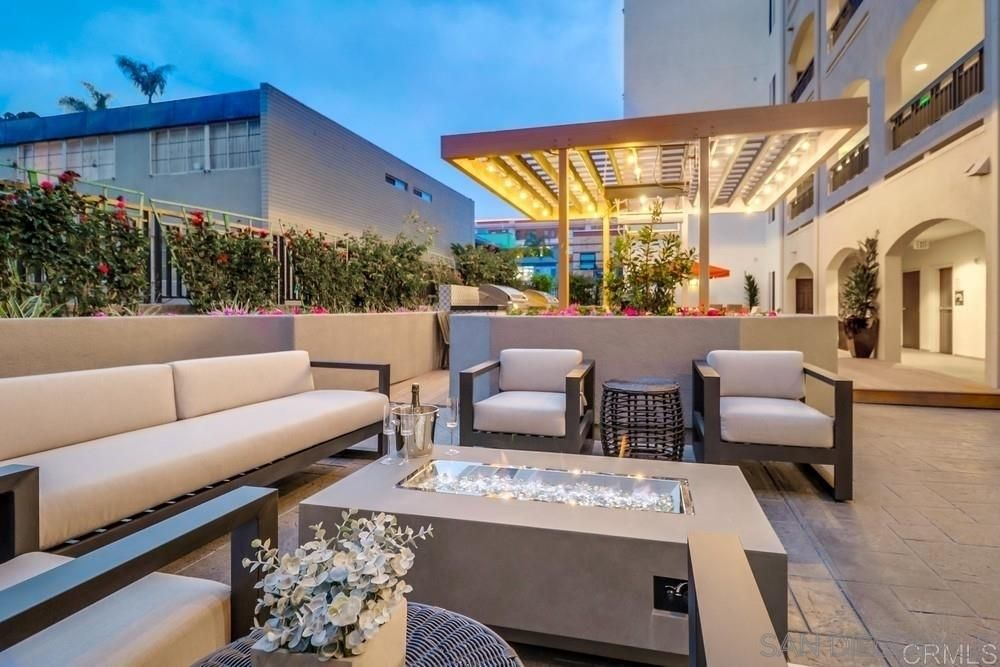 Main Photo: SAN DIEGO Condo for sale : 5 bedrooms : 3275 5th Ave #501