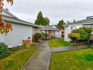 Photo 3: 2 595 Evergreen Rd in CAMPBELL RIVER: CR Campbell River Central Row/Townhouse for sale (Campbell River)  : MLS®# 827256