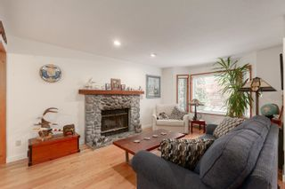 """Photo 3: 41361 KINGSWOOD Road in Squamish: Brackendale House for sale in """"BRACKENDALE"""" : MLS®# R2618512"""