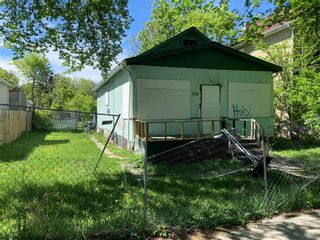 Photo 2: 498 Flora Avenue in Winnipeg: North End Residential for sale (4A)  : MLS®# 202113022