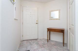 Photo 4: 304 1687 Poplar Ave in : SE Mt Tolmie Condo for sale (Saanich East)  : MLS®# 879801