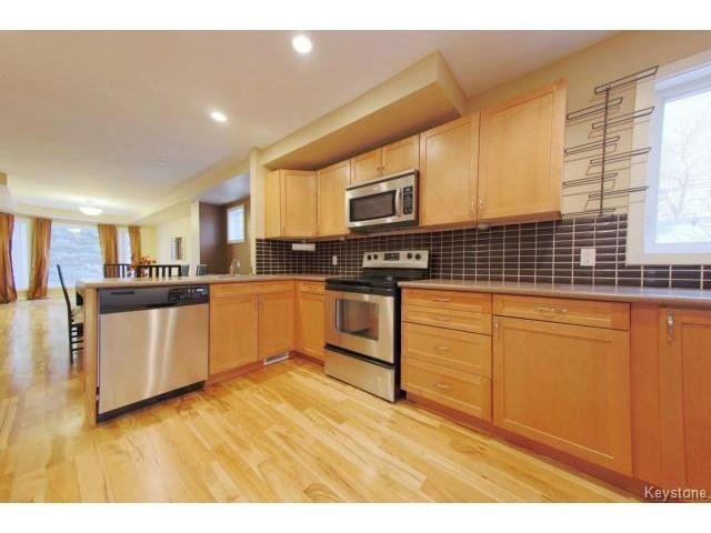 Photo 5: Photos: 1028 Southwood Avenue in Winnipeg: Fort Garry / Whyte Ridge / St Norbert Single Family Detached for sale (South East Winnipeg)  : MLS®# 1501899