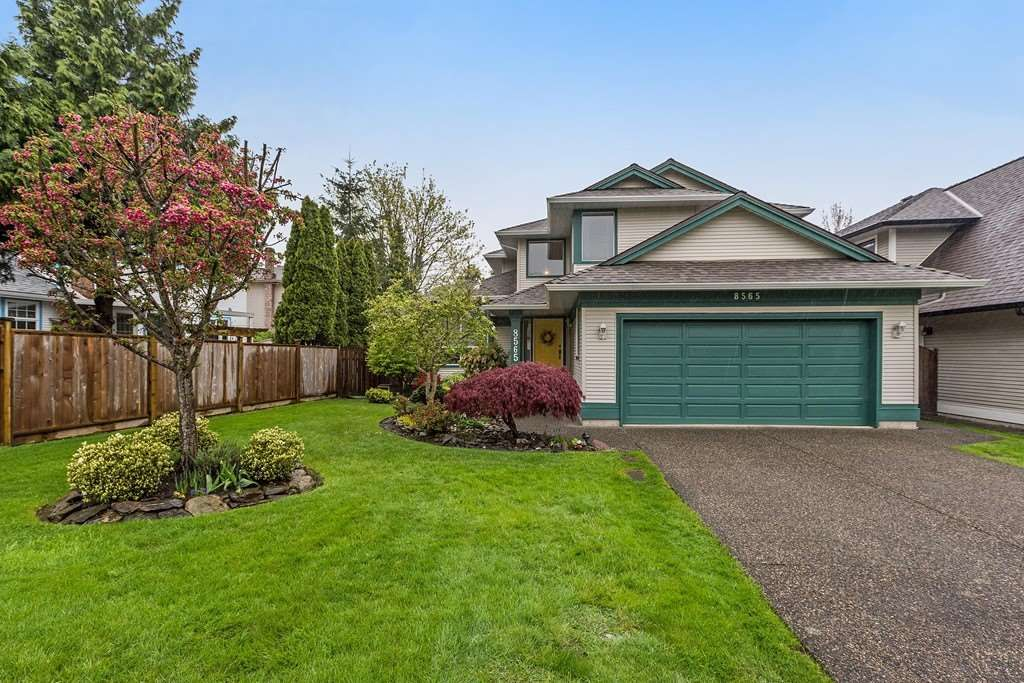 """Main Photo: 8565 215 Street in Langley: Walnut Grove House for sale in """"Forest Hills"""" : MLS®# R2162410"""