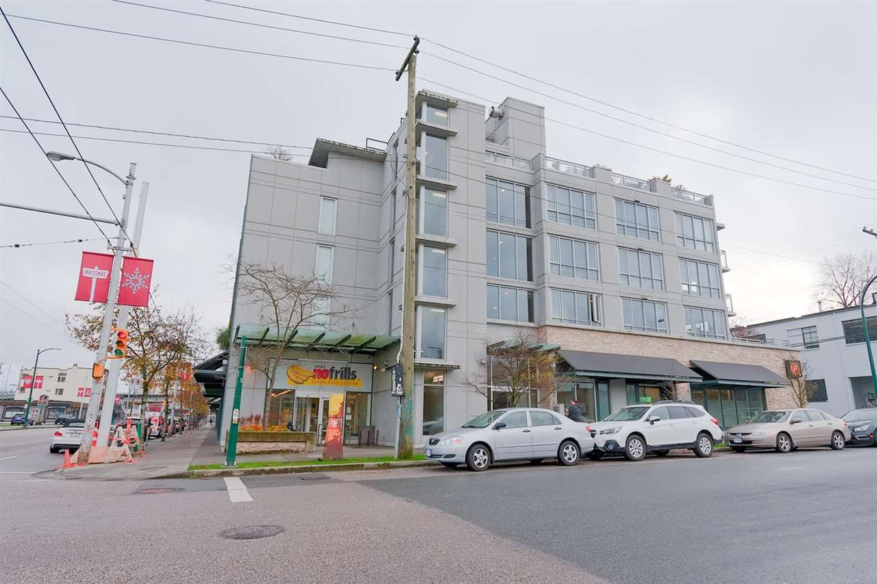 """Main Photo: 225 2008 PINE Street in Vancouver: False Creek Condo for sale in """"MANTRA"""" (Vancouver West)  : MLS®# R2326646"""