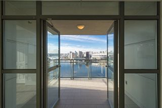 """Photo 8: 1905 1128 QUEBEC Street in Vancouver: Mount Pleasant VE Condo for sale in """"THE NATIONAL"""" (Vancouver East)  : MLS®# R2232561"""