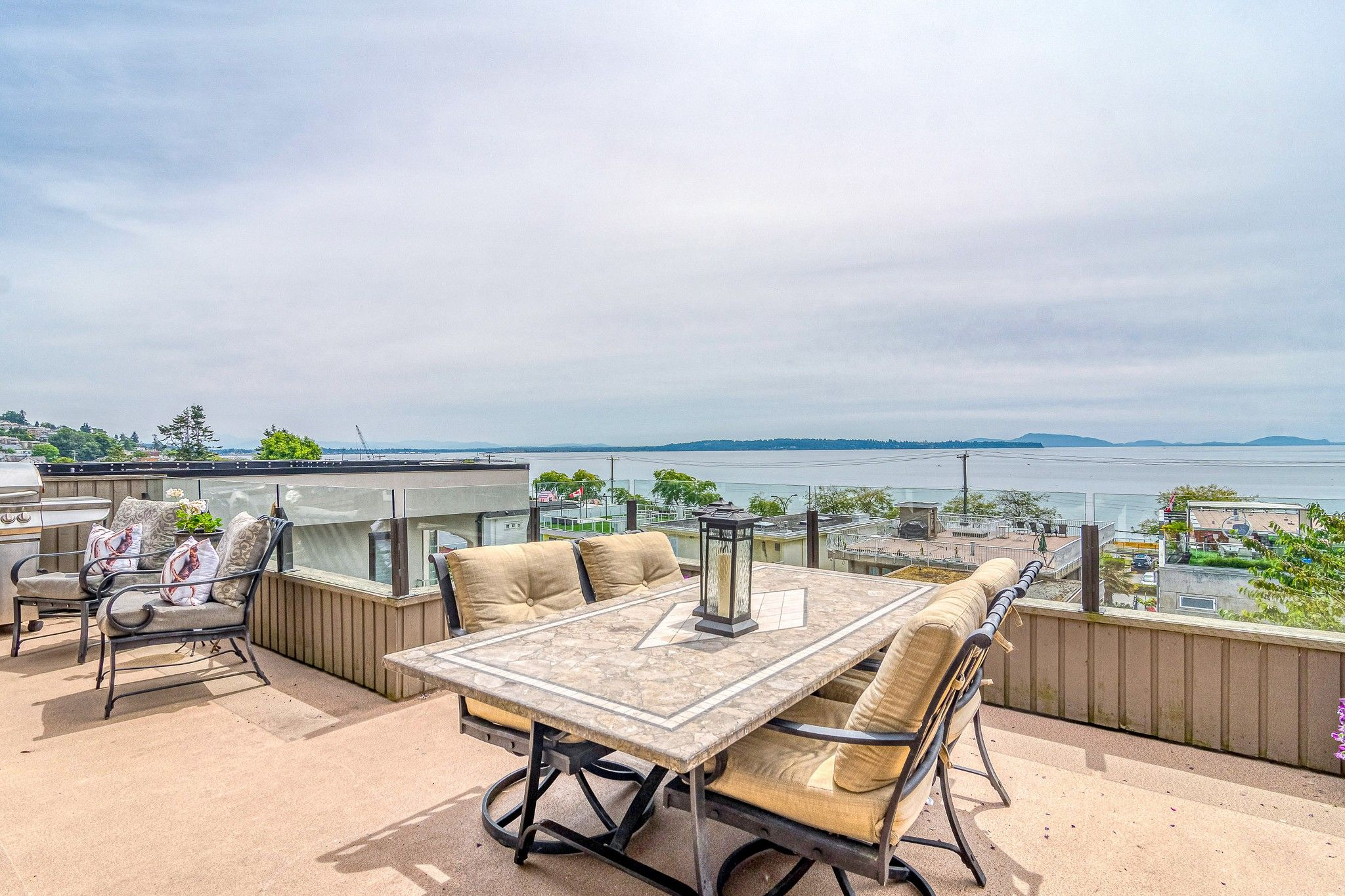 """Main Photo: 14616 WEST BEACH Avenue: White Rock House for sale in """"WHITE ROCK"""" (South Surrey White Rock)  : MLS®# R2408547"""