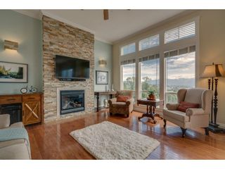 """Photo 1: 93 8590 SUNRISE Drive in Chilliwack: Chilliwack Mountain Townhouse for sale in """"MAPLE HILLS"""" : MLS®# R2284999"""