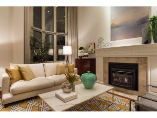 """Photo 3: T09 1501 HOWE Street in Vancouver: Yaletown Townhouse for sale in """"888 BEACH"""" (Vancouver West)  : MLS®# R2020483"""
