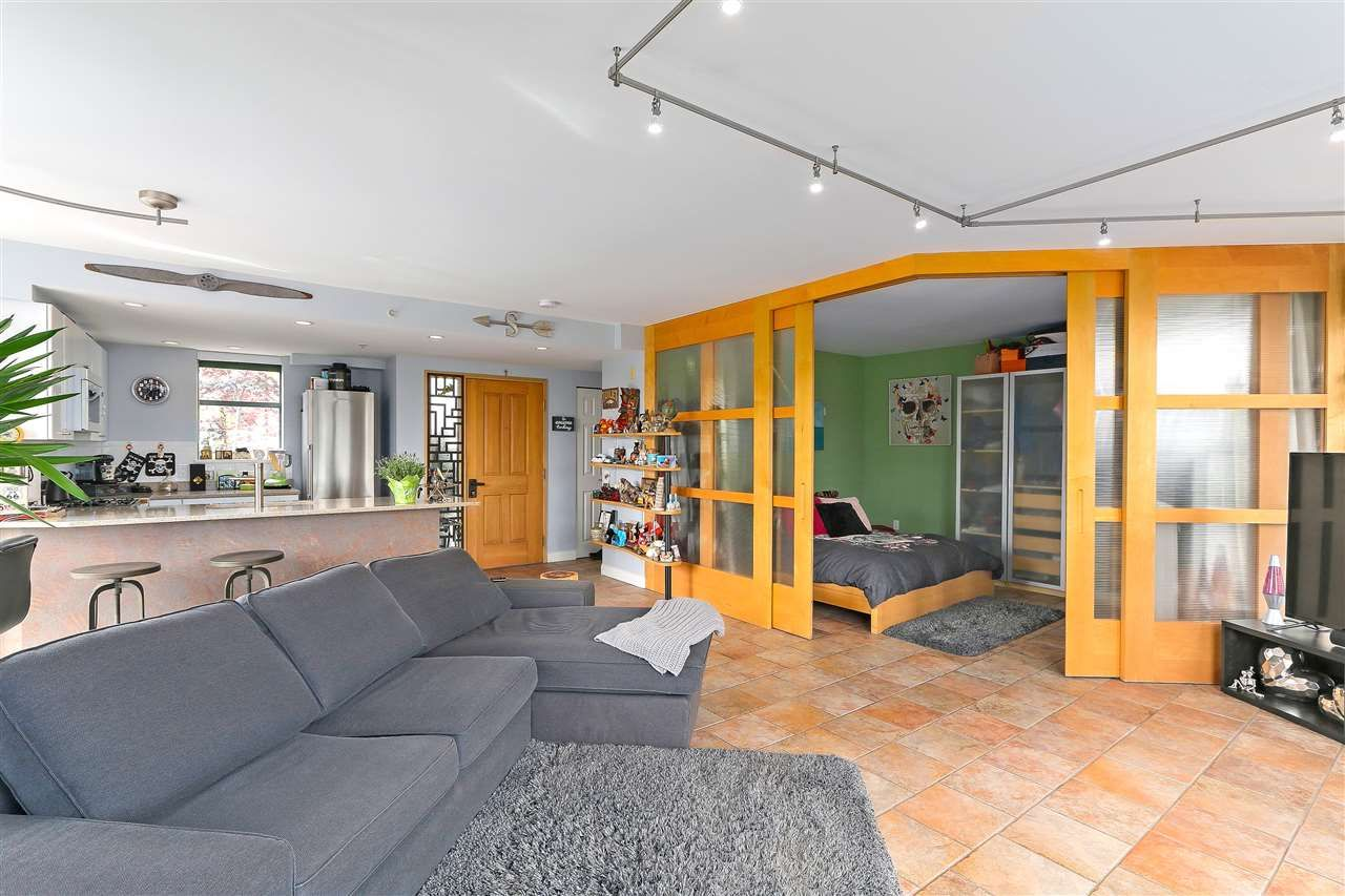 """Photo 8: Photos: 301 1630 W 1ST Avenue in Vancouver: False Creek Condo for sale in """"THE GALLERIA"""" (Vancouver West)  : MLS®# R2383041"""