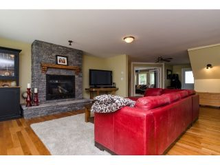 Photo 4: 15268 21A Ave in Surrey: Home for sale