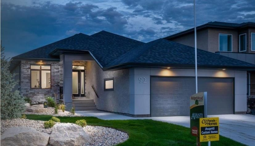 Main Photo: 92 Creemans Crescent in Winnipeg: Charleswood Residential for sale (1H)  : MLS®# 202002912