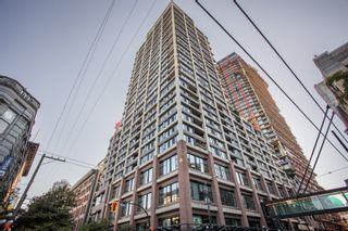 """Photo 2: 2001 108 W CORDOVA Street in Vancouver: Downtown VW Condo for sale in """"Woodwards W32"""" (Vancouver West)  : MLS®# R2465533"""