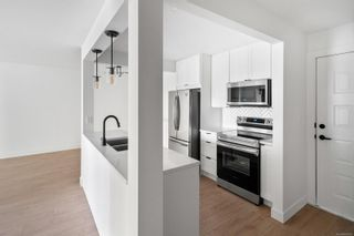 Photo 2: 401 9900 Fifth St in Sidney: Si Sidney North-East Condo for sale : MLS®# 885680