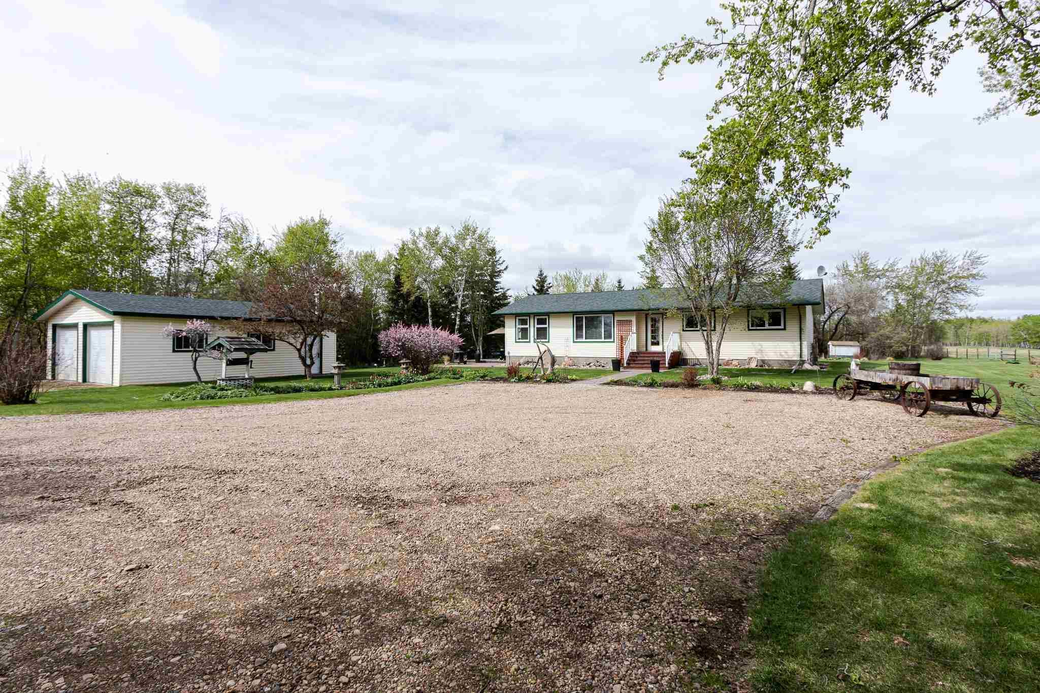 Main Photo: 57101 RGE RD 231: Rural Sturgeon County House for sale : MLS®# E4245858