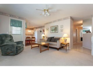 """Photo 3: 167 13888 70 Avenue in Surrey: East Newton Townhouse for sale in """"Chelsea Gardens"""" : MLS®# R2000018"""