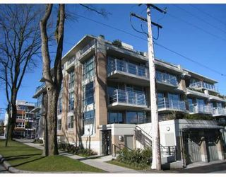 """Photo 1: 101 3595 W 18TH Avenue in Vancouver: Dunbar Townhouse for sale in """"DUKE ON DUNBAR"""" (Vancouver West)  : MLS®# V751304"""