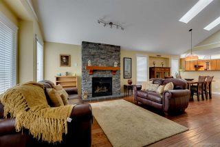 Photo 2: 20664 W RIVER Road in Maple Ridge: Southwest Maple Ridge House for sale : MLS®# R2209064