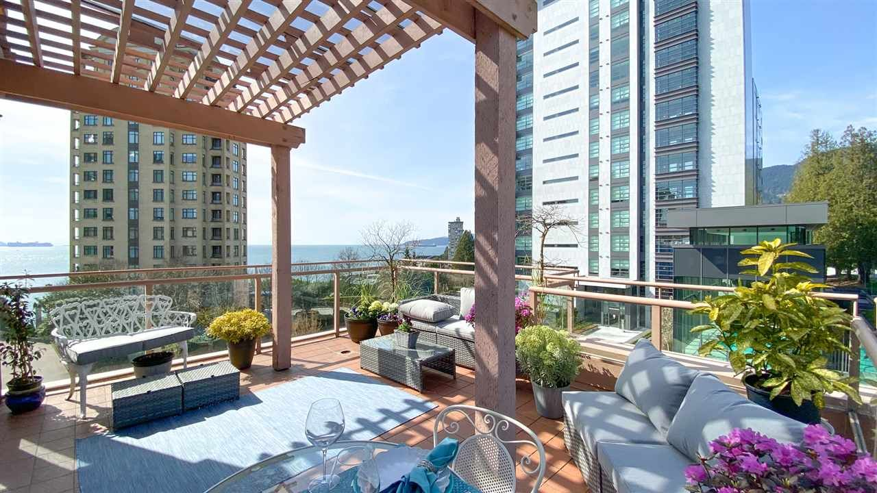 "Main Photo: 506 2271 BELLEVUE Avenue in West Vancouver: Dundarave Condo for sale in ""The Rosemont on Bellevue"" : MLS®# R2562061"