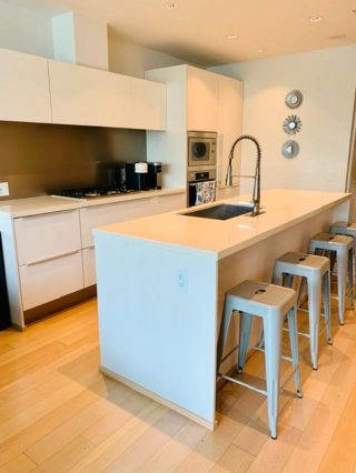 """Photo 3: 305 12 ATHLETES Way in Vancouver: False Creek Condo for sale in """"Kayak"""" (Vancouver West)  : MLS®# R2609035"""