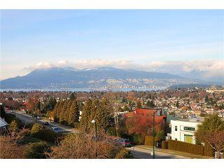 "Photo 3: 2920 W 27TH Avenue in Vancouver: MacKenzie Heights House for sale in ""MACKENZIE HEIGHTS"" (Vancouver West)  : MLS®# V870598"