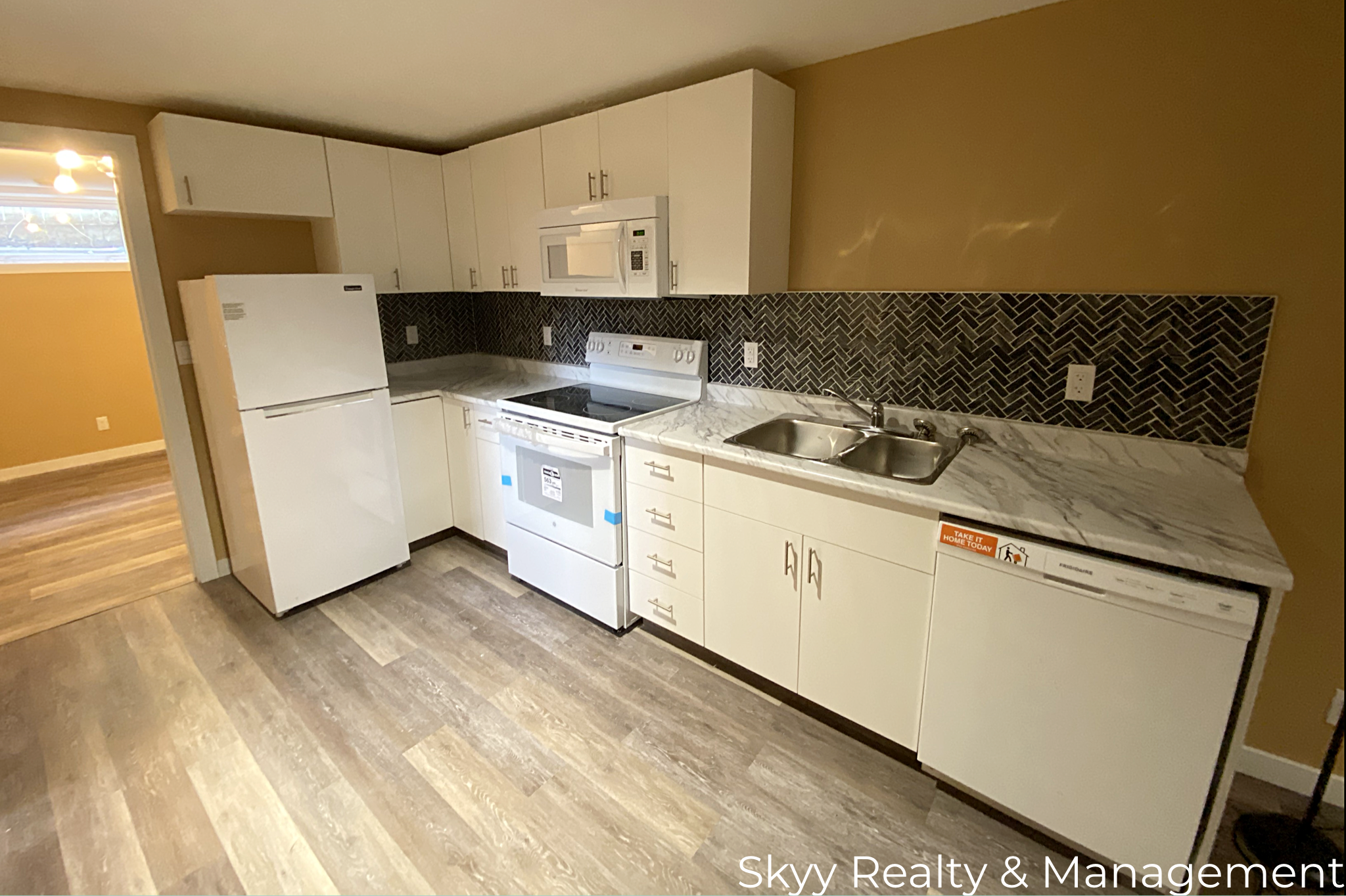 Main Photo: 5623 142 Ave in Edmonton: House for rent