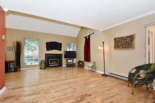 """Photo 2: 7403 TAMARIND Drive in Vancouver: Champlain Heights Townhouse for sale in """"THE UPLANDS"""" (Vancouver East)  : MLS®# R2426145"""