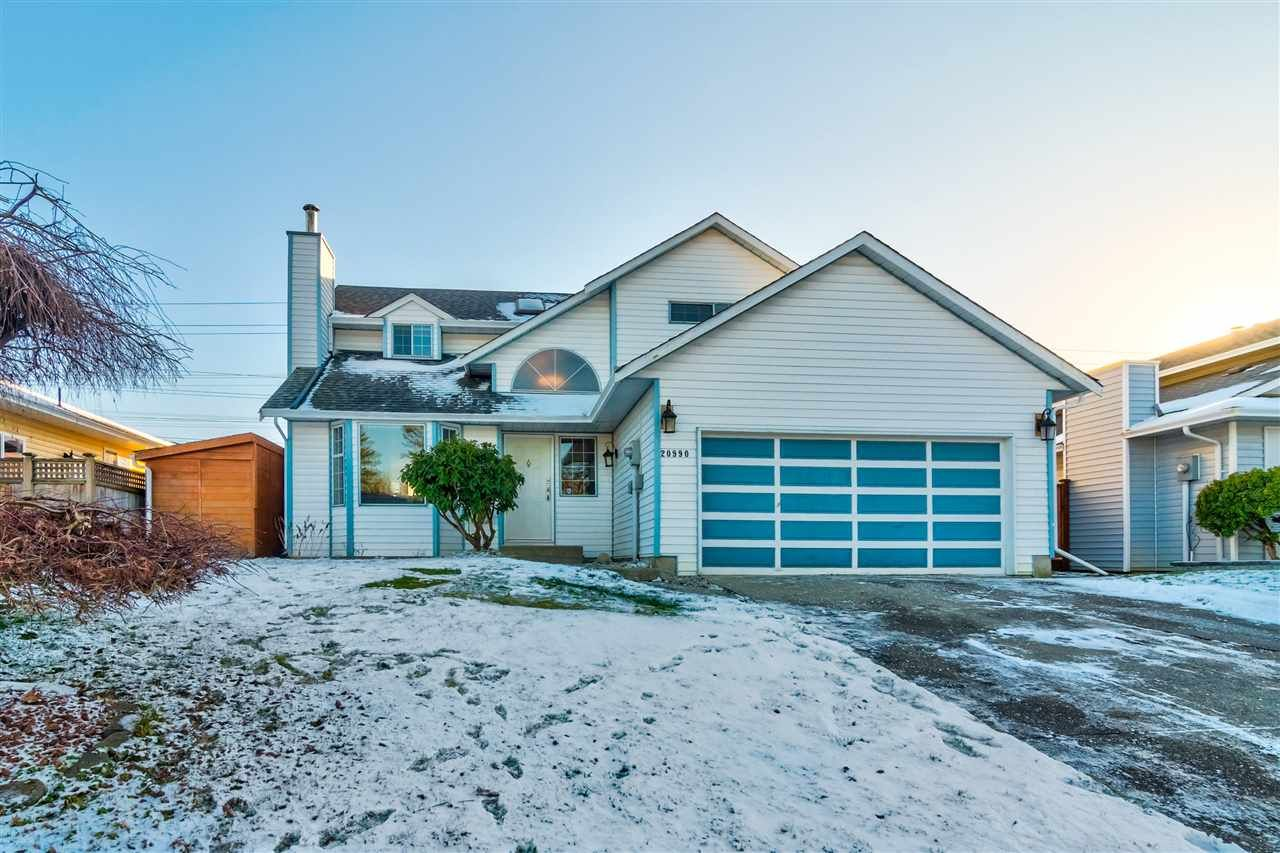 Main Photo: 20990 95A Avenue in Langley: Walnut Grove House for sale : MLS®# R2338448